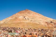 Berg Cerro Rico in der Stadt von Potosi, Silberbergwerk in Bolivien stockfoto