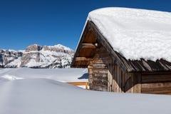 Berg Challet und Sella Ronda, Dolomit, Europa lizenzfreie stockfotos