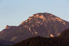 Berg Choc bij zonsopgang dichtbij Dolny Kubin, Slowakije Royalty-vrije Stock Foto's