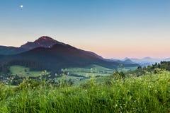 Berg Choc bij zonsopgang dichtbij Dolny Kubin, Slowakije Royalty-vrije Stock Afbeelding