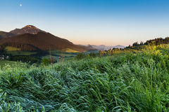 Berg Choc bij zonsopgang dichtbij Dolny Kubin, Slowakije Stock Foto