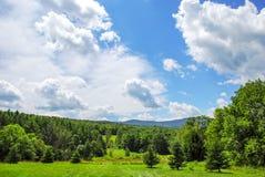 Berg Clound för blå himmel fotografering för bildbyråer