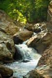Berg-Creej-Wasserfall lizenzfreie stockfotografie