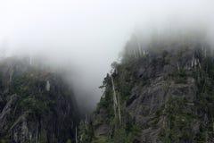 Berg in de mist royalty-vrije stock foto