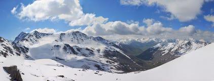 Berg in de Wolken Royalty-vrije Stock Foto