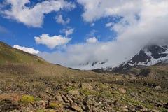 Berg in de Wolken Stock Afbeelding