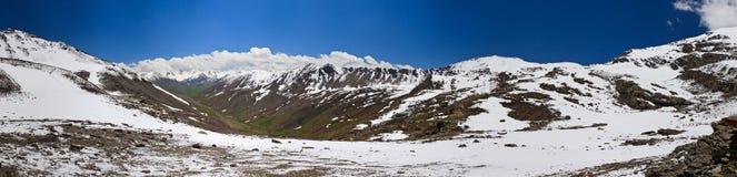 Berg in de Wolken. Panorama Stock Afbeeldingen