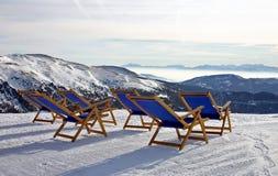 Berg-deckchairs Stockfotos