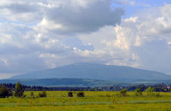 Berg in den Wolken Lizenzfreies Stockfoto