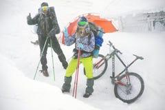 Berg, der auf Goverla im neuen Jahr radfährt Stockfotografie