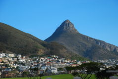Berg, der Cape Town übersieht Stockbilder