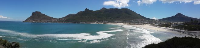 Berg, der die Bucht schützt Lizenzfreie Stockfotos