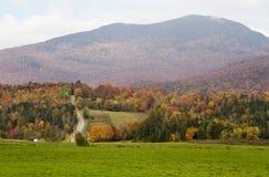 Berg in der Herbstfarbe Stockbilder