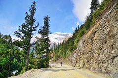 Berg, der in Nepal radfährt Lizenzfreies Stockfoto