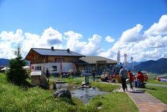 Berg der Richtungen im Alpen-Berg Stockbilder
