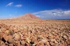 Berg in der Steinwüste Stockfotos