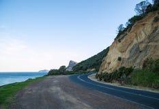 Berg, der Straße fährt stockfotografie