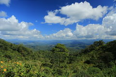 Berg des blauen Himmels Stockfotografie