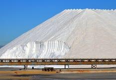 Berg des Salzes in Santa Pola, Spanien stockfotos