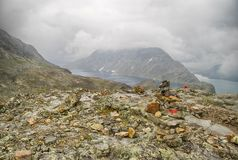 Berg die in Noorwegen wandelen Stock Afbeelding