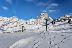 Berg die ski?en - bekijk in Matterhorn, Italië, Valle D ` Aosta, Cervinia Stock Fotografie