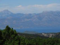 Berg dirfy und kserovouni vom Berg parnitha Nationalpark, Griechenland Lizenzfreie Stockbilder