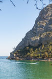 Berg Eagle (Orel auf Ukrainisch) und die Bucht von Novyi Svit (Krim, Ukraine) Stockfotos