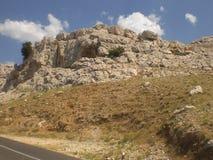 Berg an einem sonnigen Tag in Kroatien stockfotos