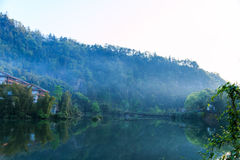 Berg Emei - Wangyue See Lizenzfreies Stockbild