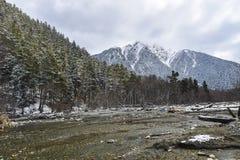 Berg en Droge rivier Royalty-vrije Stock Afbeelding