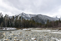 Berg en Droge rivier Stock Afbeeldingen