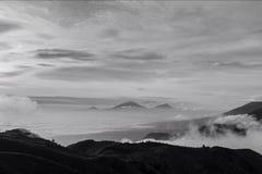 Berg en hemel in zwart-wit Royalty-vrije Stock Fotografie