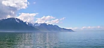 Berg en het meer van Genève Stock Afbeelding