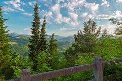 Berg en heuvels stock afbeeldingen