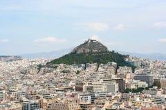 Berg en huizen in Athene Stock Afbeeldingen