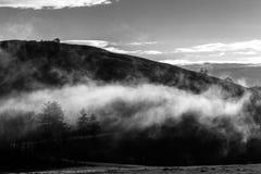 Berg en lage wolk Royalty-vrije Stock Foto's