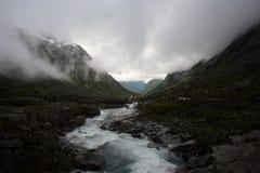 Berg en rivier royalty-vrije stock foto