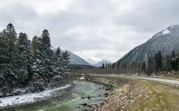 Berg en rivier Stock Foto's