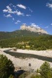 Berg en riviermeningen van Parque National DE Ordesa dichtbij Ainsa, Huesca, Spanje in de Bergen van de Pyreneeën Stock Afbeeldingen