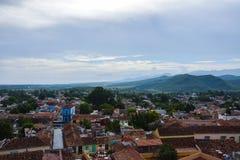 Berg en stadsmening Trinidad, Cuba Stock Afbeeldingen