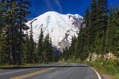 Berg en weg Stock Afbeelding