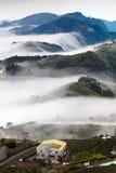 Berg en wolk Stock Fotografie