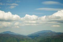 Berg en Wolken Royalty-vrije Stock Foto's