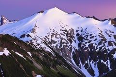 Berg en zonsondergang Royalty-vrije Stock Foto's