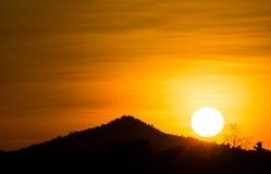 berg en Zonsondergang Royalty-vrije Stock Afbeeldingen