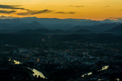 berg en Zonsondergang Royalty-vrije Stock Fotografie