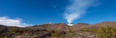 Berg Etna Volcano mit Rauche - Sizilien-Insel Italien lizenzfreies stockbild