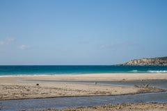 Berg för öken för sand för hav för blå himmel för sommarsol fotografering för bildbyråer