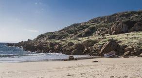 Berg för öken för sand för hav för blå himmel för sommarsol royaltyfri fotografi