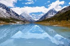berg för berg för lake för gummilacka för corsica corsican crenode france royaltyfria foton